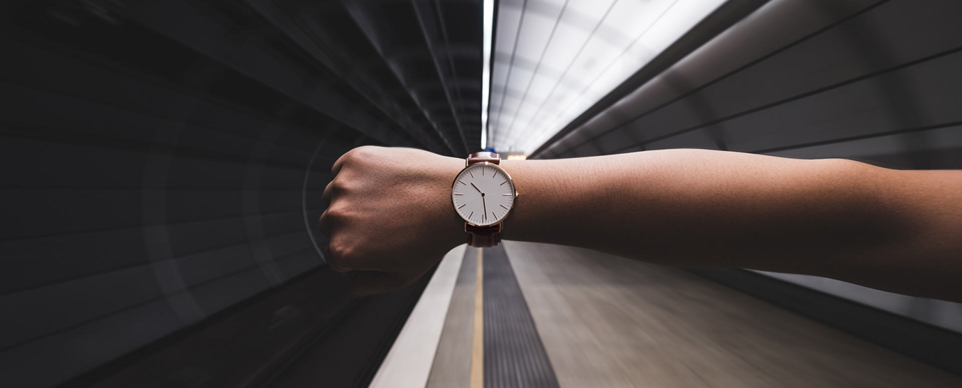 ey_recommends_hand_metro_watch