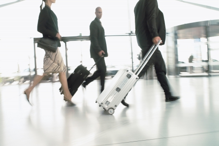 airport_-_suitcase_-_people